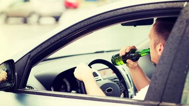 Для борьбы с «пьяными ДТП»: власти в РФ задумались об установке алкозамков на машины
