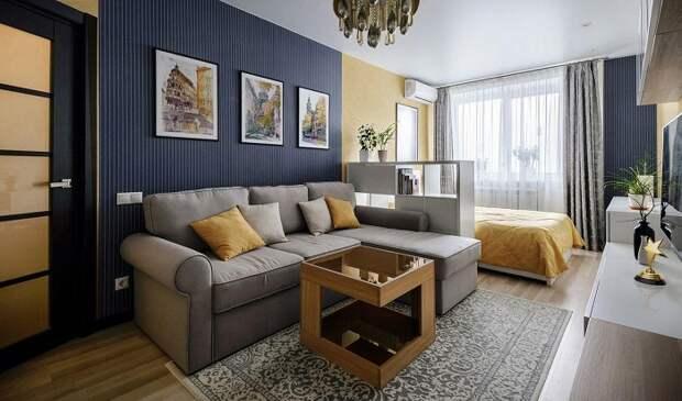 Отделите диван и кровать стеллажом. / Фото: decorationinfo.ru