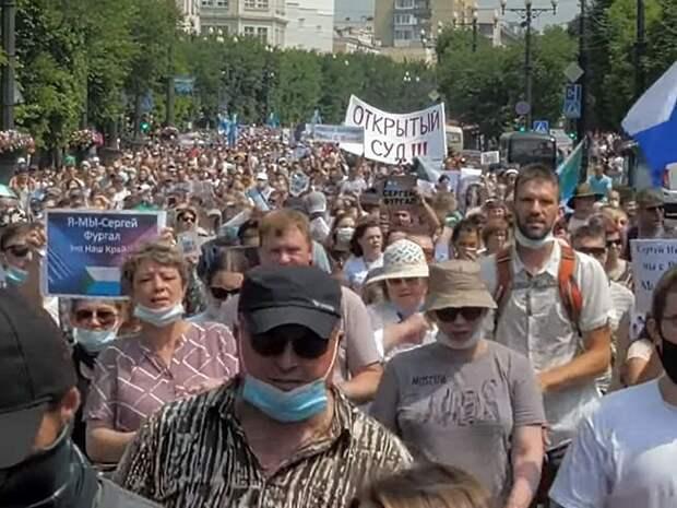 «Лысую резину надо менять»: тысячи хабаровчан вновь выразили свое недоверие власти на митинге
