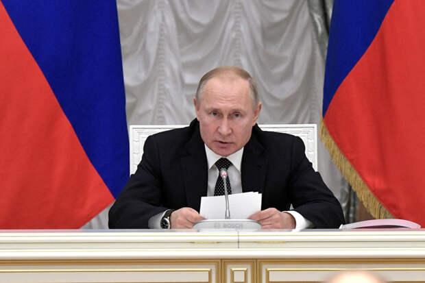 Путин уволил замглавы Минюста и зампредседателя СК