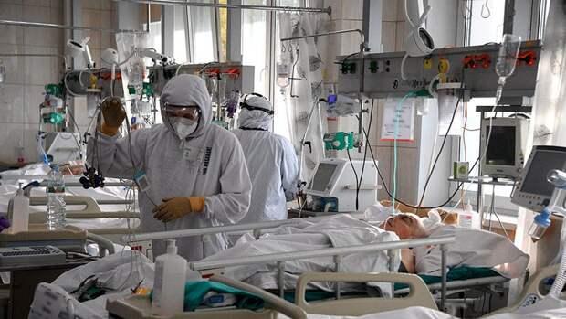 Число умерших от коронавируса в России с начала пандемии превысило 200 000