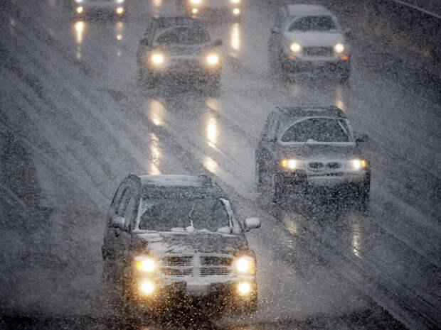 Москвичей предупредили о мокром снеге и заморозках