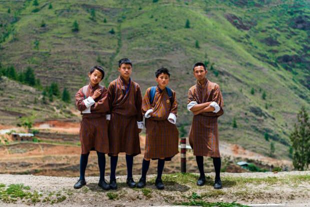 Традиционная одежда Бутана. \ Фото: harmonikum.co.