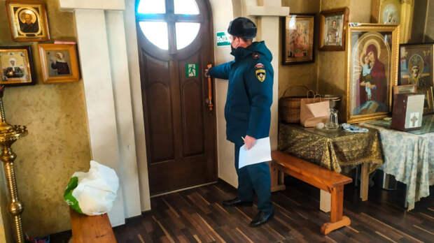 Сотрудники МЧС проверяют храмы в Севастополе перед Рождеством