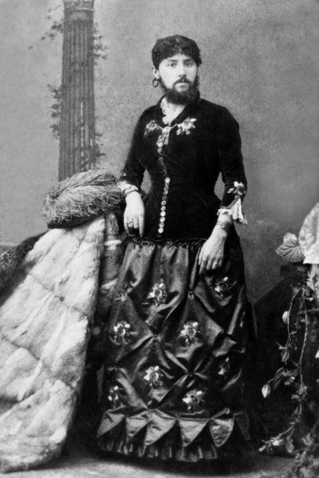 Бородатая женщина - популярный цирковой образ в 19 веке.
