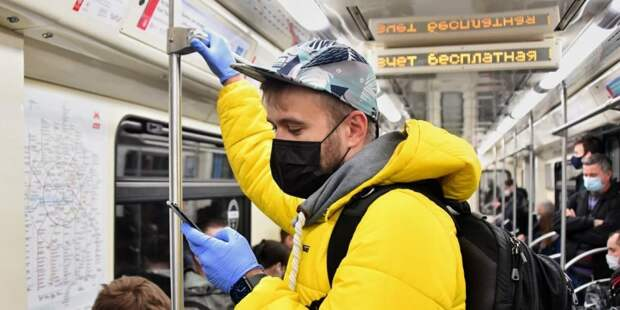 В столичном метро установлен рекорд по числу оплаты поездок банковскими картами. Фото: Ю.Иванко, mos.ru