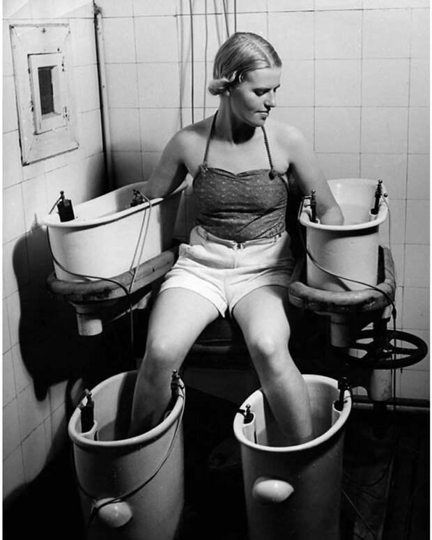 Фото 10 необычных вещей, которые женщины использовали для красоты в недавнем прошлом