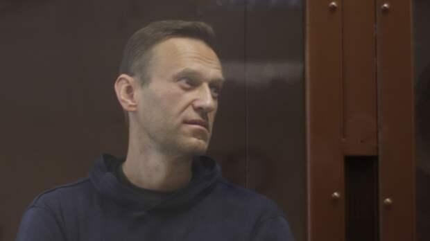 Навального оставили на учете как склонного к побегу