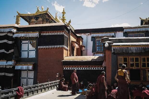 shigadze21 В поисках волшебства: Шигадзе, резиденция Панчен ламы и китайский рынок