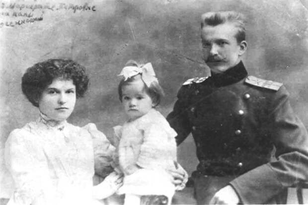 Петр Нестеров с женой и дочерью   Фото: sgpress.ru