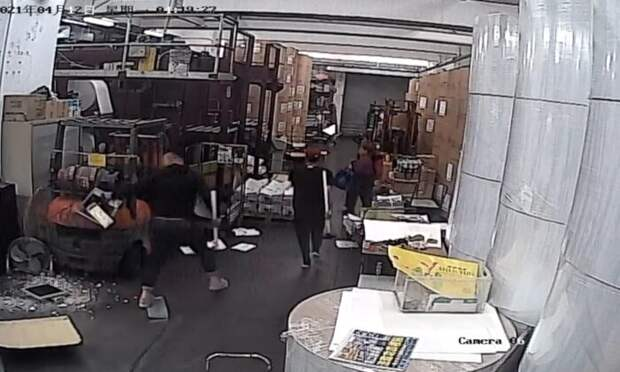 Злоумышленники разбили оборудование в гонконгской типографии The Epoch Times. Это уже 5-е нападение на независимое СМИ
