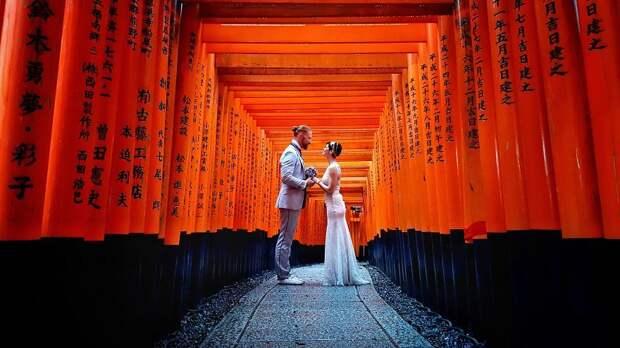Эта изобретательная пара поженилась 100 раз в 30 странах мира