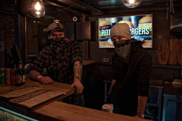 Как живут бары вCOVID-19: выбитая «Пробка»