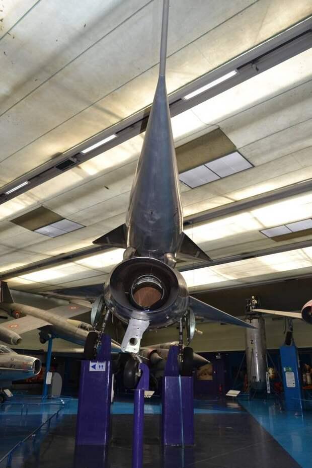 Воздухозаборник самолета N.1500-02 крупным планом. К сожалению, двигатель Атар 101Е-3 демонтирован и «дырка» закрыта простой фанерой