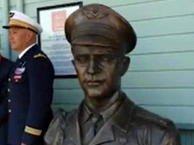 Во Флориде открыли бюст Героя СССР летчика «Нормандии – Неман»