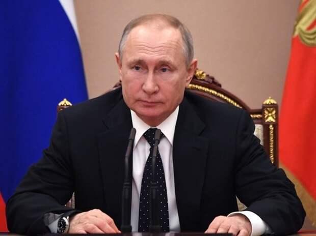 Внесенный в Госдуму законопроект о кабинете министров расширяет полномочия главы государства