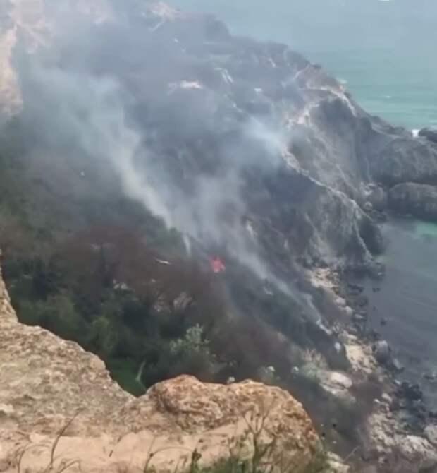 Спасатели ликвидировали пожар на мысе Фиолент в Севастополе