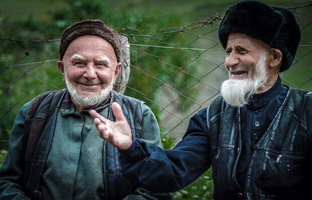 Почему мужчины-мусульмане сбривают усы, но не сбривают бороду