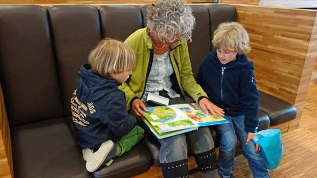 В Госдуме РФ предложили ввести отпуск по уходу за ребенком для работающих пенсионеров