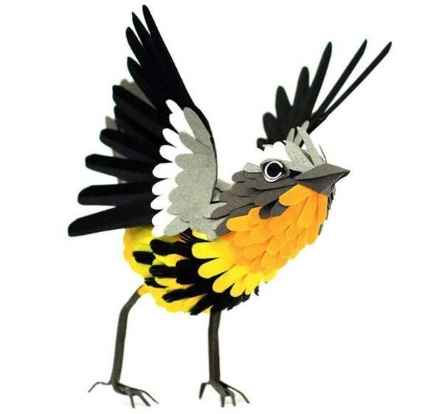 Она делает птиц из бумаги так искусно и правдоподобно, что порой, кажется, что птицы сейчас взлетят в небо.