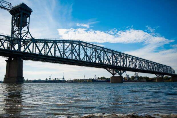 В Астрахани временно разведут Старый мост через Волгу