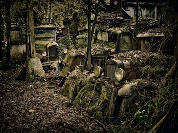 6 мрачных фото автомобильных кладбищ со всего мира