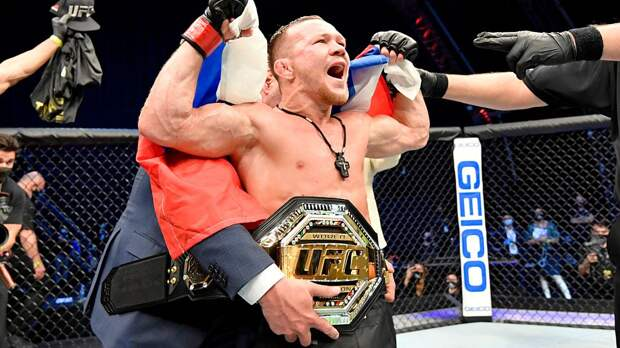 «Русский — чемпион. Верни пояс в США, Генри». Как отреагировали на появление второго чемпиона UFC из России