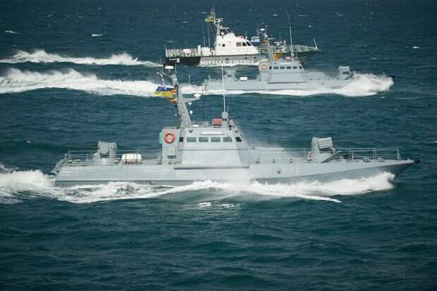 Украина закрывает порты и начинает военные манёвры вЧёрном море
