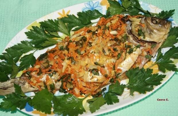 Фото к рецепту: Карась с овощами в микроволновке