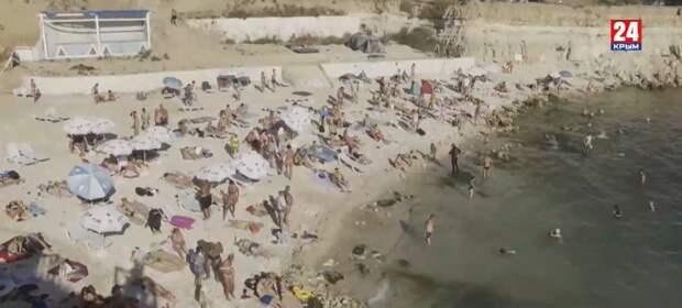 """В Севастополе туристов больше привлекают """"опасные"""" пляжи"""