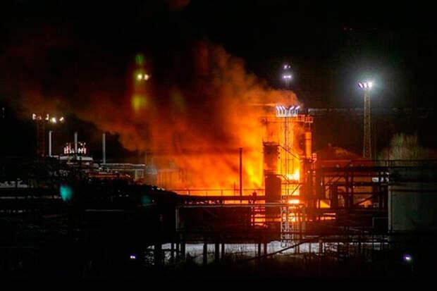 Пожар на НПЗ в Ухте привел к разливу свыше 500 кубометров нефтепродуктов