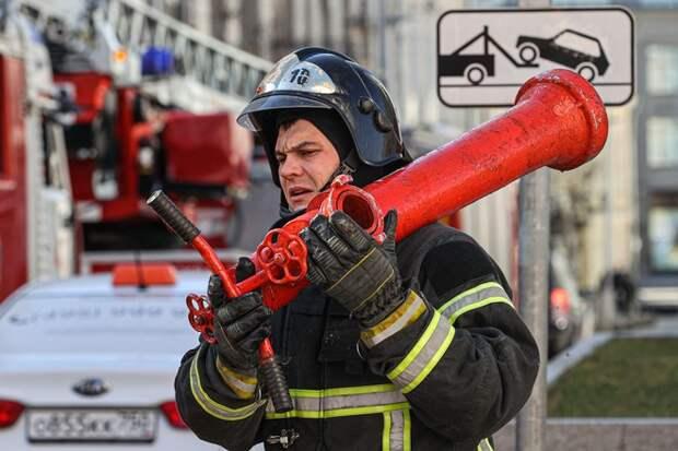 Пожарные ликвидировали открытое горение на заправке в Новосибирске