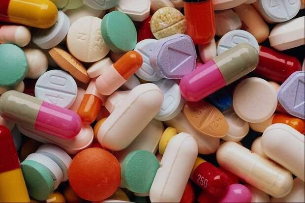 Михаил Мишустин упростил вывод иностранных лекарств на рынок России