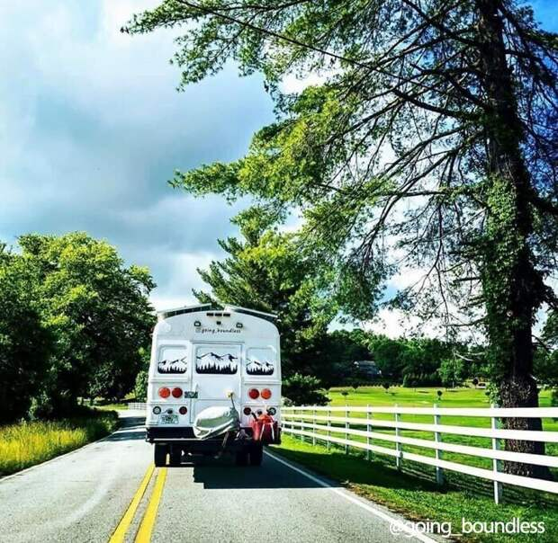"""Сейчас супруги ведут аккаунт <a href=""""https://www.instagram.com/going_boundless/""""; target=""""_blank"""" >Going Boundless</a> (""""Без границ"""") в Инстаграме, где публикуют любопытные фото из путешествий на своем чудо-автобусе"""