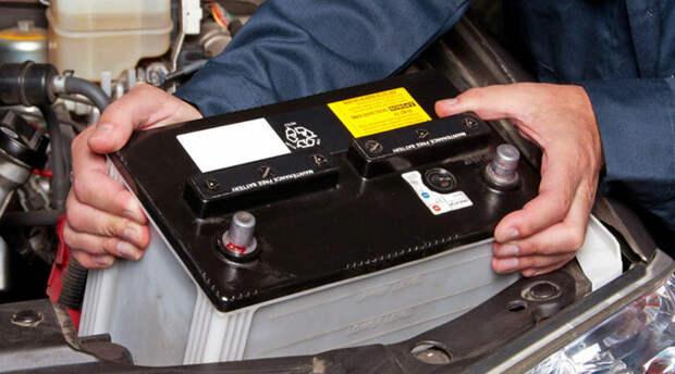 Восстановил старый аккумулятор! Залил специальную жидкость в секции и аккумулятор дал напряжение