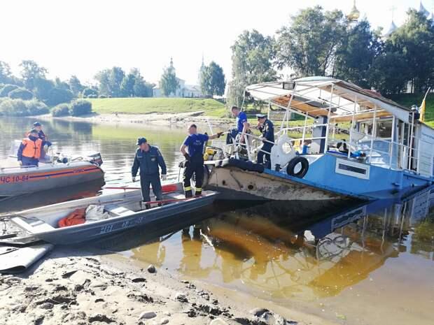 С затонувшего теплохода в Вологде эвакуировали 25 человек
