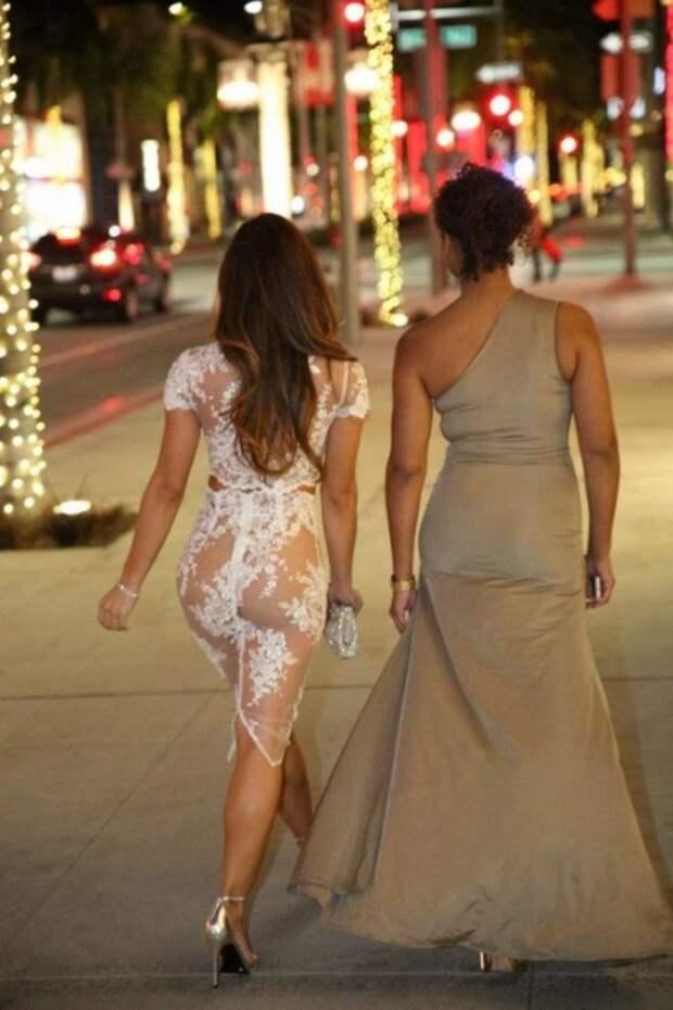 """Девушки в """"активном поиске"""" и их откровенные наряды"""