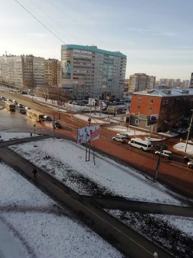 Поток воды затопил часть улиц 10 лет Октября и Пушкинская в Ижевске