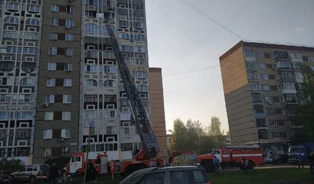 Шестерых ижевчан эвакуировали из горящей многоэтажки