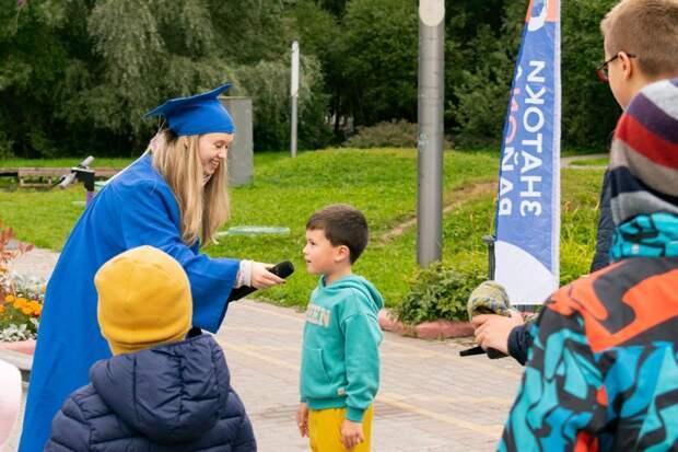 Студенты представили новый просветительский проект «Знатоки района» в парке Дубрава. Автор фото: Мария Сильянова