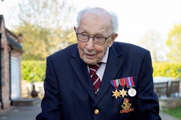 Сэра капитана Тома Мура похоронили с воинскими почестями