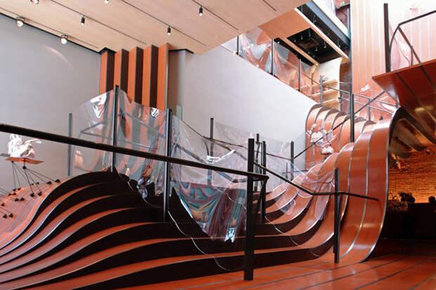 Лестница - эксперимент с формой. /Фото: pinterest.com