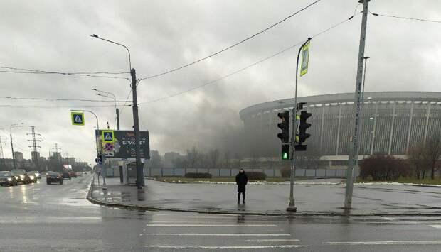 В соцсетях появились фото горящего СКК «Петербургский»