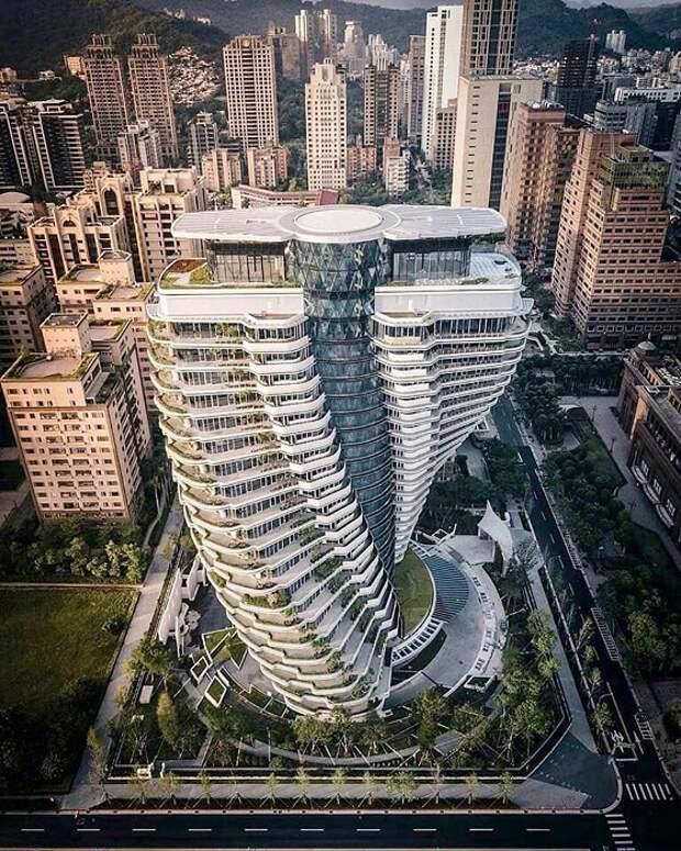 Динамическая конструкция в виде спиральной структуры ДНК (Тайбэй, Tao Zhu Yin Yuan). | Фото: mymodernmet.com.