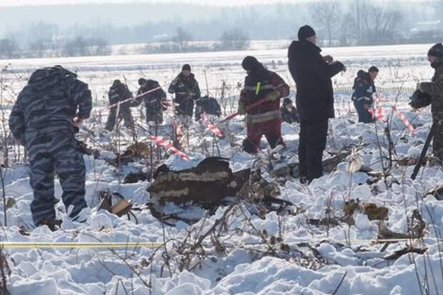 На месте авиакатастрофы в Подмосковье обнаружено почти 1,5 тысячи фрагментов тел