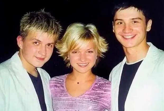Юлия Малиновская с Владом Топаловым и Сергеем Лазаревым.Источник фото: Interesnoznat.com
