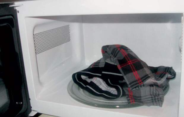 Не стоит превращать микроволновку в сушильную машинку