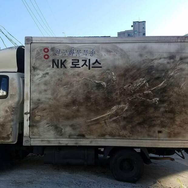 Сюрреалистические рисунки на грязных грузовиках от Никиты Голубева