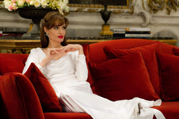 Анджелину Джоли обвинили в покупке приёмного сына за $100