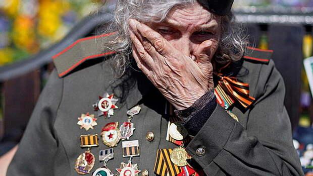 На Украине нашли главного врага - бабушка с портретом Жукова или дед с георгиевской лентой